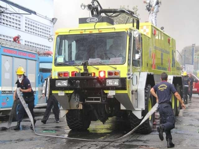 bomberos aeronauticos 2013 incendio galpon
