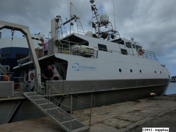buque barco busqueda aeronave los roques 2013