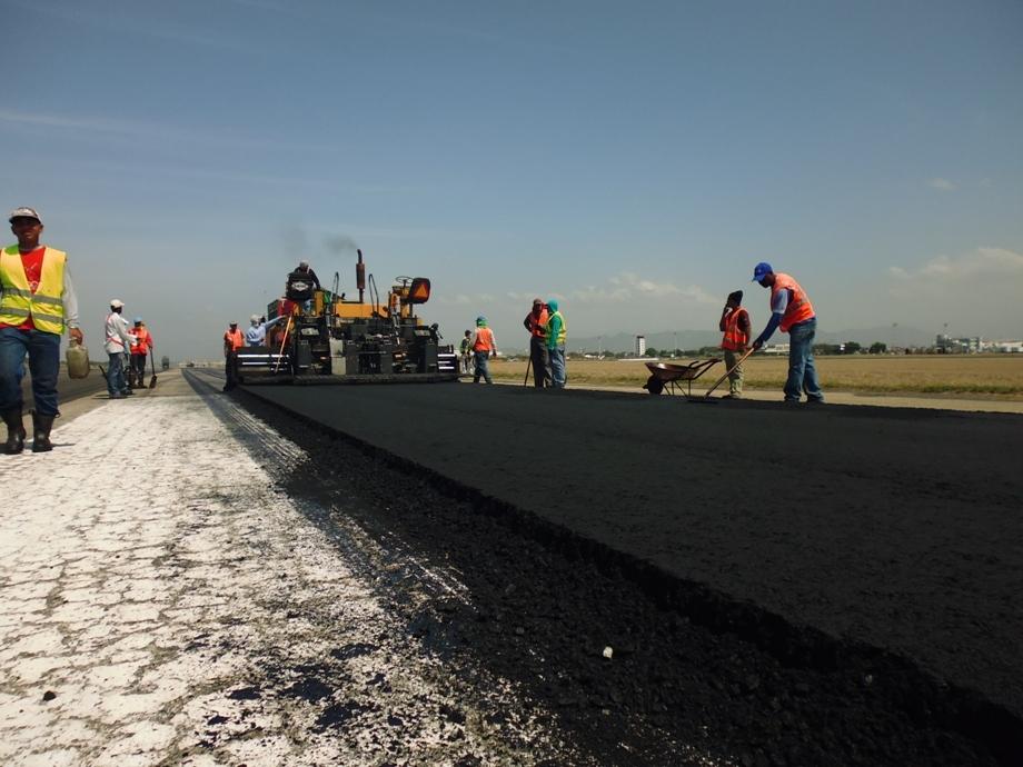 asfaltado-pista-Aeropuerto-Internacional-Arturo Michelena