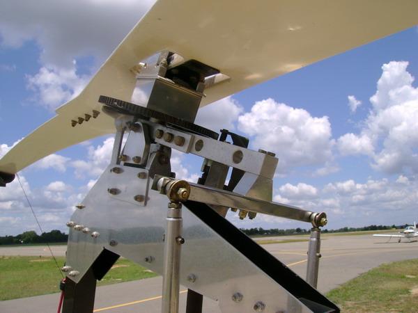 Palas y rotor en materiales compuestos, y prerrotador.