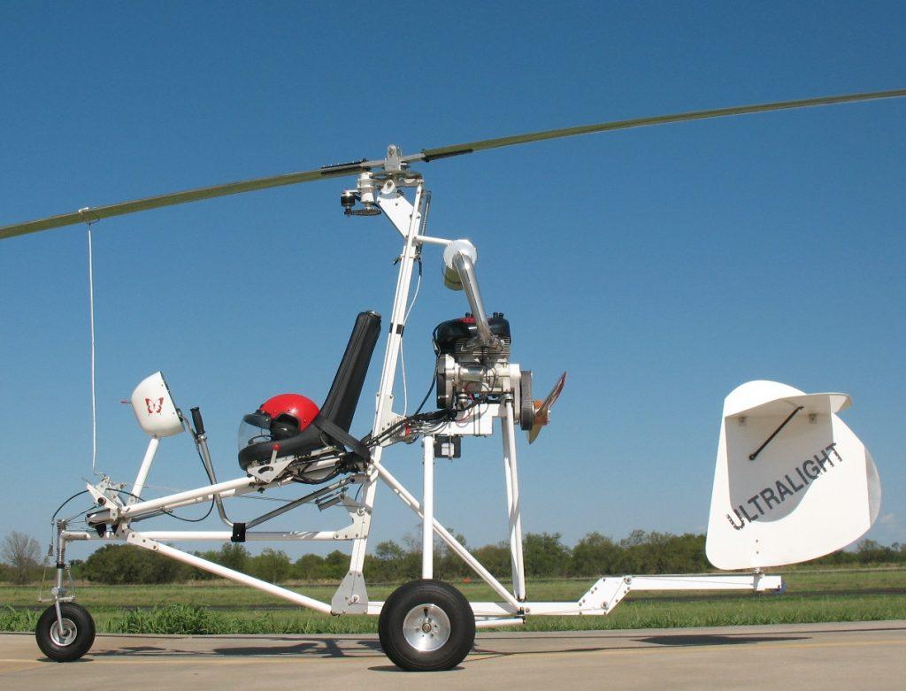 Autogiro Butterfly. Nótese la elevación del asiento para subir el CG y alinearlo con la línea de empuje de la hélice.