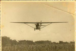 Avioneta HM.8 de Francisco Banchs Arquer en vuelo, Gastón Chenú a los mandos