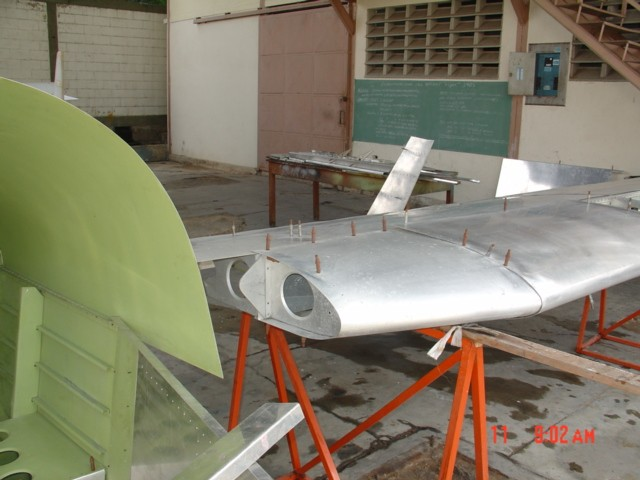 Detalle de la estructura del fuselaje y de la raíz del ala del Cardenal (R2). [Archivo fotográfico de la familia Remiddi González]