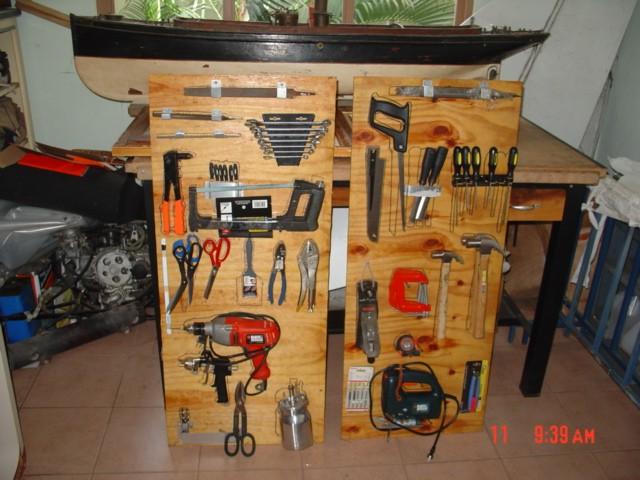 Herramientas manuales usadas por Romano Remiddi en la construcción de sus aeronaves. [Archivo fotográfico de la familia Remiddi González].