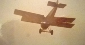 Hanriot HD1-ET en vuelo sobre Maracay, Edo. Aragua. [Archivo fotográfico de la familia Remiddi González].