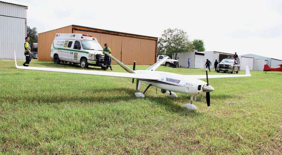 AV-1 Albatross. En diversos casos, dada la distancia entre la estación base de control y el vehículo no tripulado, o la extensión del área a monitorear, la capacidad de carga, así como la duración de la misión, motiva la selección de un vehículo de ala fija. Imagen cortesía de Aerovantech / Dronetech.