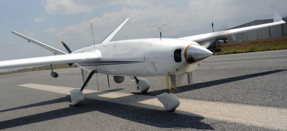 AV-1 Albatross. Un conjunto amplio de estas aplicaciones coincide en dotar al VANT / UAV de una cámara de video y los medios adecuados para capturar y/o transmitir las imágenes en tiempo real a la estación base. Esta capacidad de adquirir imágenes en un espectro visible, infrarrojo o multiespectral, permite abordar tareas como la inspección, la vigilancia o la búsqueda. Imagen cortesía de Aerovantech / Dronetech.