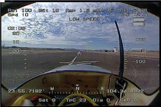 Ejemplo de imagen de un sensor de piloto virtual en primera persona, que permite en este caso controlar la aeronave desde su 'cabina' (FPV). Imagen cortesía de Aerovantech / Dronetech.