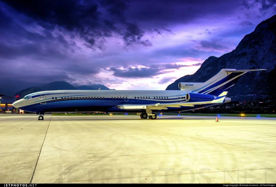 727-200 Advanced. Notese la forma de los winglets (superficies de punta de ala) y e la nariz del avión.
