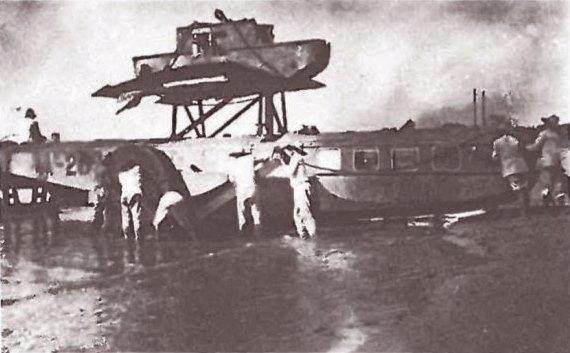 hidroavión Dornier Wal 'Pacífico' de la Scadta, varado el 18 de Marzo de 1927 en Paraguana cuando le falló una de las hélices en un vuelo de Curaçao a Barranquilla 2