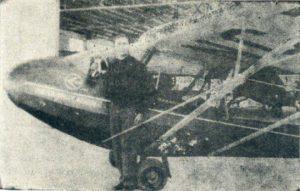 Marcos Sarcos junto a su avioneta Curtiss-Wright CW-1 s/n 1222 y registro NC11848 [EUA]