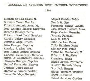 """Promoción del años 1944 de la E.A.C. """"Miguel Rodriguez"""", en Boca de Rio, Edo. Aragua. Abajó a la izquierda en la lista, Marcos A. Sarcos Portillo."""