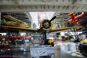 Vought OS2U-3 (BuNo 5925) Kingfisher restaurado y en exhibición en el Museo Nacional Aeronáutico y del Espacio de Chile, Santiago.