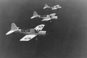 Variante terrestre del avión OS2U Kingfisher del Escuadrón de Observación 44 de la US Navy (VS-44) volando misiones de protección de convoyes y patrullas anti-submarinas, aeródromo Hato, en Curazao, Antillas Holandesas, 2 de Nov 1942 - 1 de Feb 1943, foto 1.
