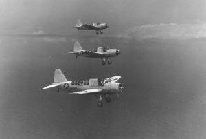 Variante terrestre del avión OS2U Kingfisher del Escuadrón de Observación 44 de la US Navy (VS-44) volando misiones de protección de convoyes y patrullas anti-submarinas, aeródromo Hato, en Curazao, Antillas Holandesas, 2 de Nov 1942 - 1 de Feb 1943, foto 2.