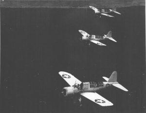 Variante terrestre del avión OS2U Kingfisher del Escuadrón de Observación 44 de la US Navy (VS-44) volando misiones de protección de convoyes y patrullas anti-submarinas, aeródromo Hato, en Curazao, Antillas Holandesas, 2 de Nov 1942 - 1 de Feb 1943, foto 3.