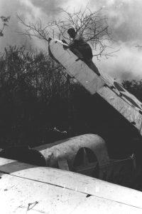 """Avión OS2U Kingfisher del Escuadrón de Observación 44 de la US Navy (VS-44). número 44-S-9 (BuNo 01459), el cual """"aterrizó"""" en la ladera del Cerro Santa, Paraguaná, el 3 de Mayo de 1943. mientras era pilotado por el Alférez Lloyd C. Morse, acompañado por el operador de radio era Wayne E. Kent. David Stubblebine, World War II Database [ww2db.com]."""