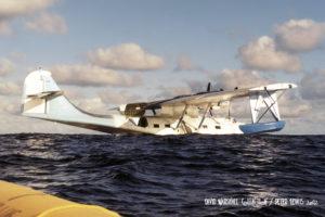 BuNo RCAF9793.N5404J luego del amaraje, antes de hundirse en medio del Pacífico, a 150 millas náuticas al este de la Isla de Navidad. 15 Ene 1994