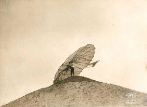 Lilienthal035Vuelo1895_158.Fliegeberg 1895 photographer P. W. Preobrashenski.f158relo