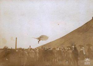 Lilienthal045Vuelo1895_819.Fliegeberg 1895 photographer Alex Krajewsky.f819relo