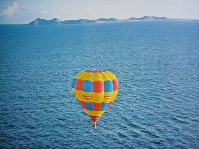 Lost World Ballon Society sobre el Mar
