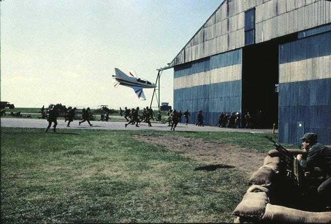 airplane_hangar_bond_feat